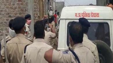 Photo of पुलिस ने लॉक डाउन के दौरान क्रिकेट खेलने से रोका, तो कर दिया पुलिस पर पथराव।