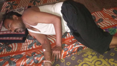 Photo of विडिओ : भोजन बाट रहे युवक को  पुलिस ने बेहरहमी से पिट-पिट कर किया अधमरा।