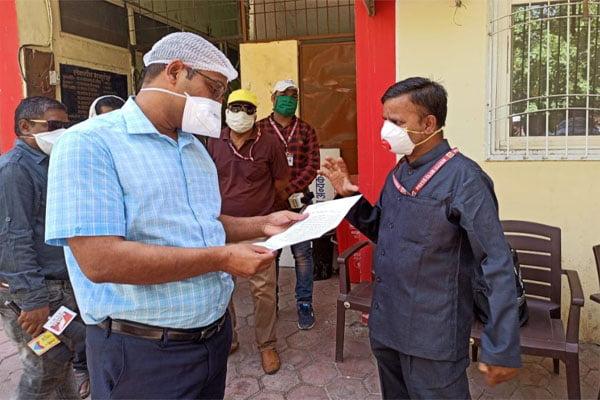मुख्यमंत्री के नाम कलेक्टर को ज्ञापन सौंपा दारा खान ने पत्रकारों को लॉकडाउन में आ रही परेशानी से अवगत कराया