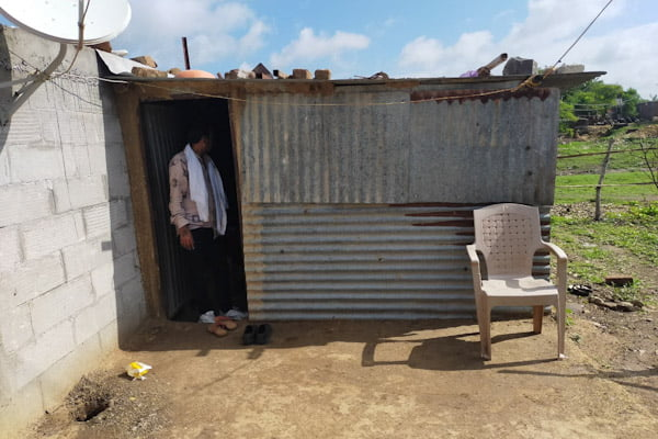 दबंगों की दादागिरी से परेशान गांव के मजदूर परिवार ने प्रशासन से लगाई न्याय की गुहार